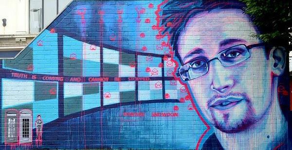 """There's No """"Let's Be Evil"""" Button on the Blockchain Says Edward Snowden"""