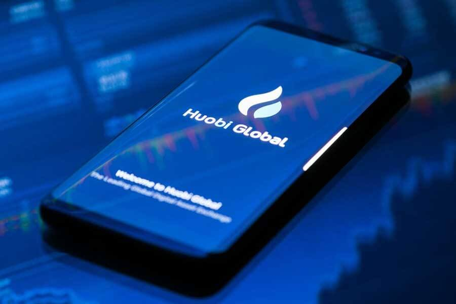 Huobi Launches Derivative Market, U.S. Partner Taunts Coinbase with Billboard