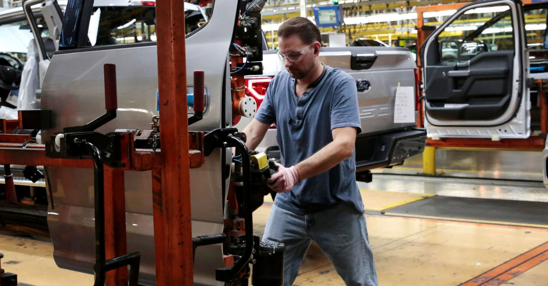 Companies added way more jobs than expected in December: ADP/Moody's