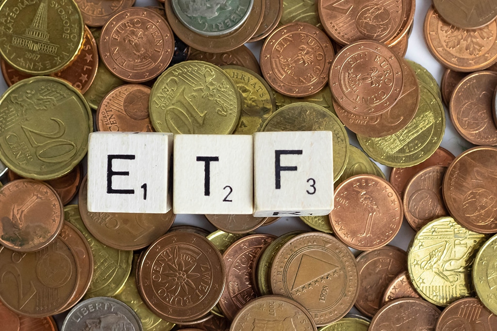 Majority of US Investors are Waiting for Crypto ETFs, Bitwise's Latest Survey Reveals