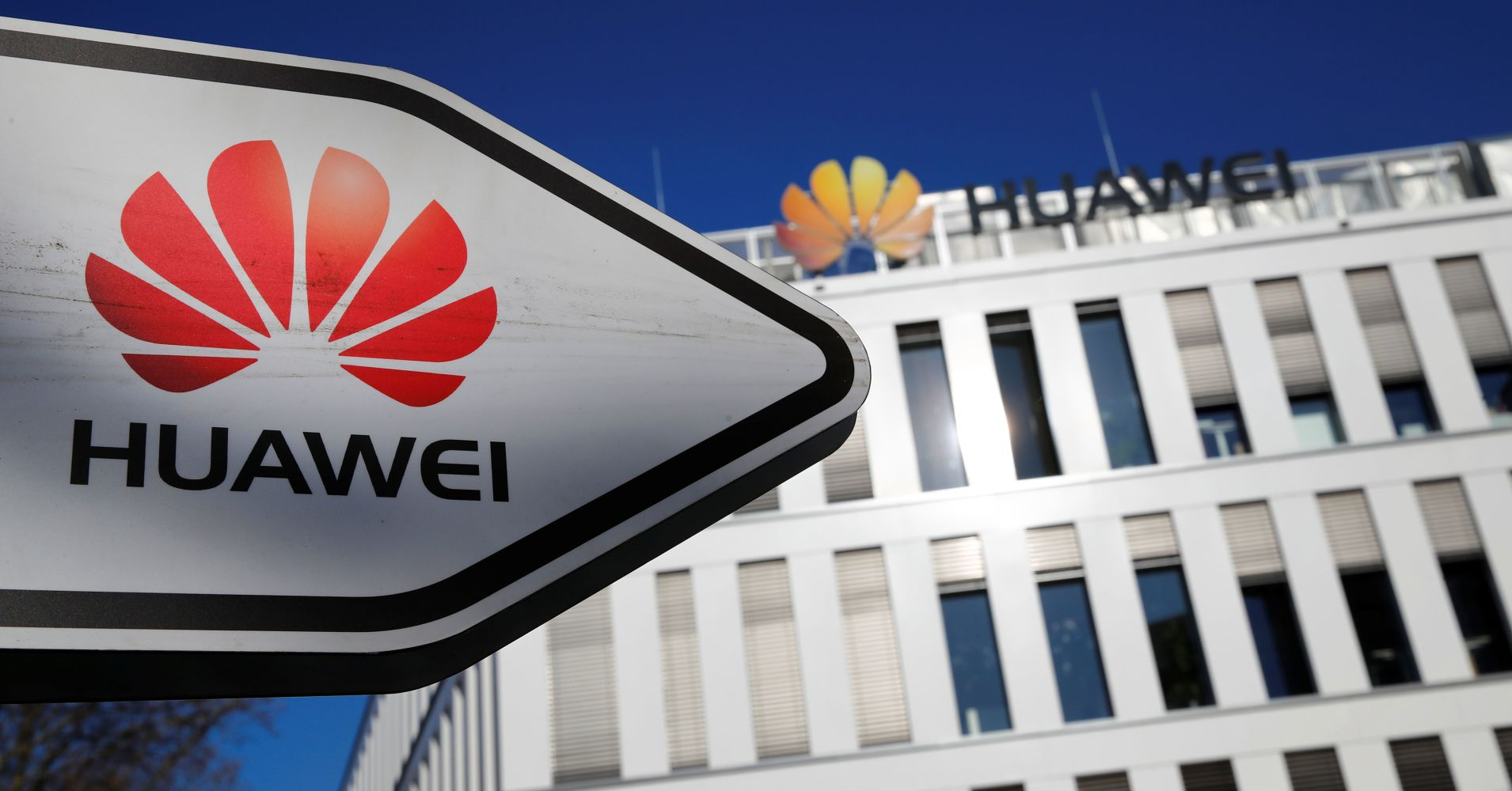 UK defense think tank warns that allowing Huawei into 5G network is 'irresponsible'